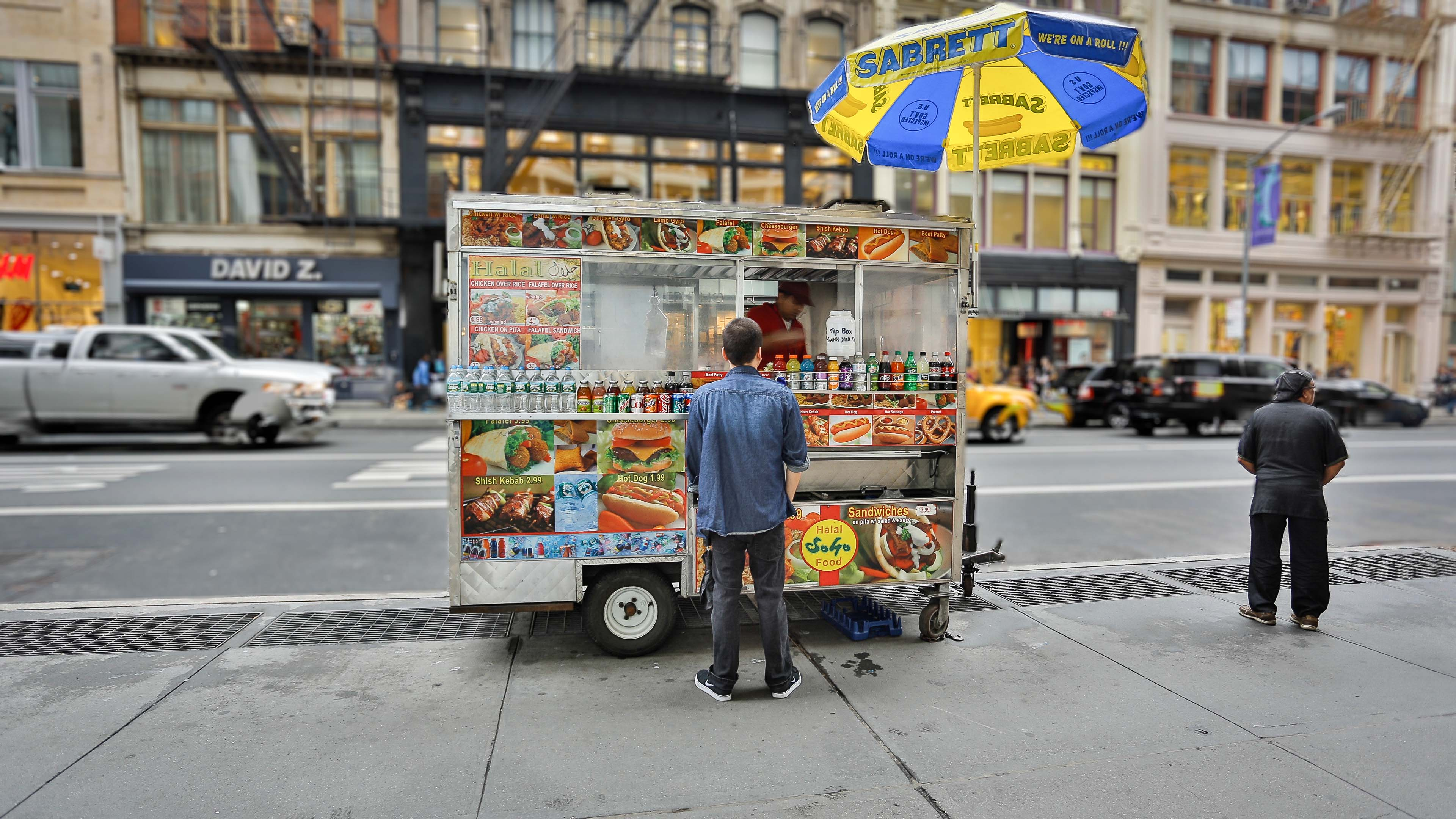 Snack-time on Broadway - Christian Cyfus